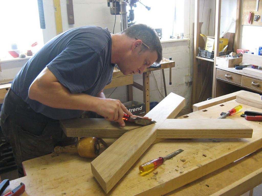 Jake Humphries of Uniqueworks Handmade Furniture- Creating a Welsh Oak Cross-Legged Table