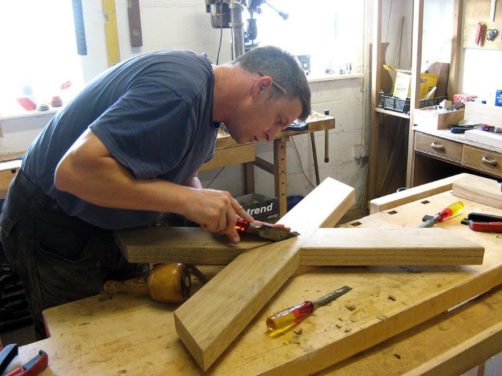 Jake Humphries of Uniqueworks Handmade Furniture- Creating a Welsh Oak Cross-Legged Table